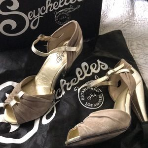 SEYCHELLES CLAY SUEDE SANDALS